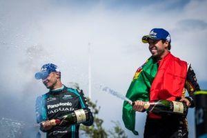 Podio: segundo lugar Antonio Felix da Costa, DS Techeetah,y el tercer lugar Mitch Evans, Jaguar Racing
