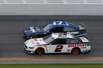 Brad Keselowski, Team Penske, Ford Mustang Discount Tire. Chris Buescher, Roush Fenway Racing, Ford Mustang Fastenal