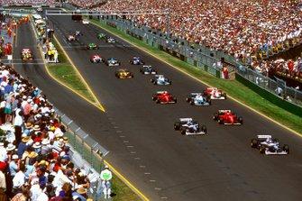 Жак Вильнев и Дэймон Хилл, Williams FW18 Renault, Эдди Ирвайн, Ferrari F310