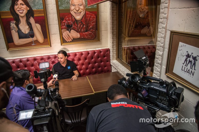 Felipe Massa dá entrevista
