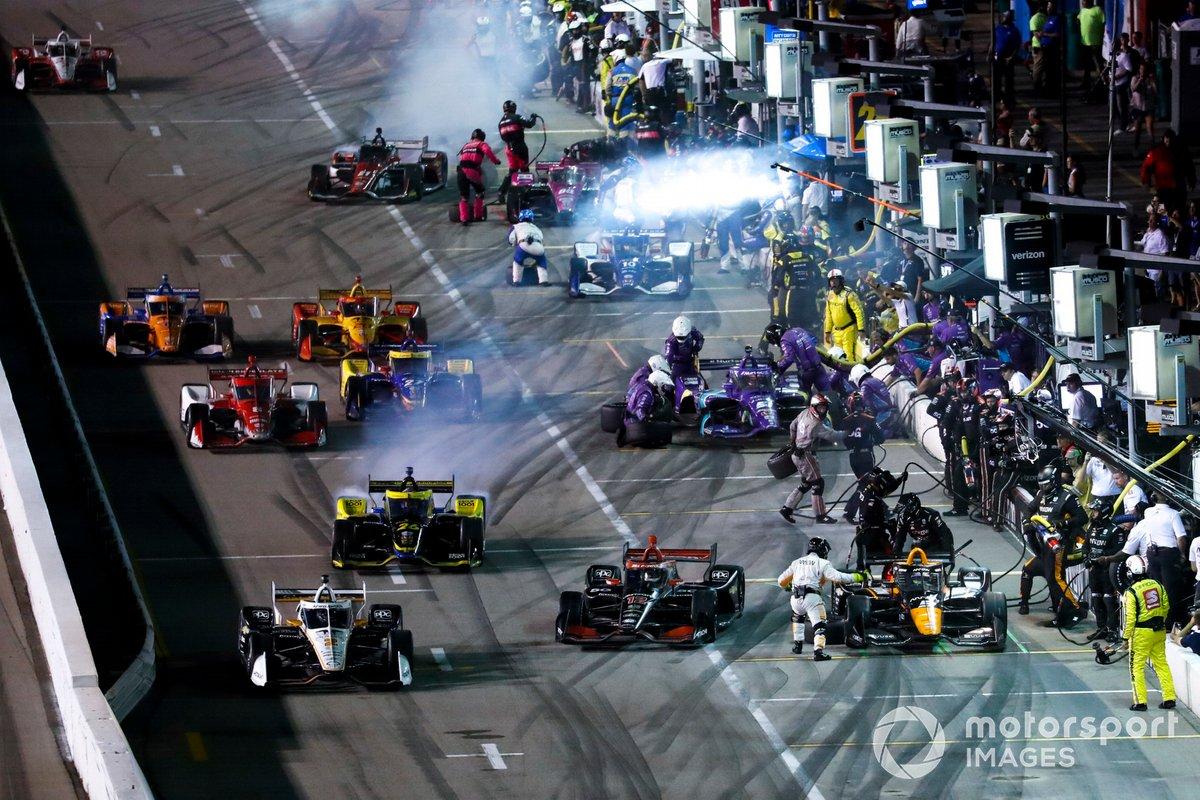 Patricio O'Ward, Arrow McLaren SP Chevrolet, Pit StopWill Power, Team Penske Chevrolet