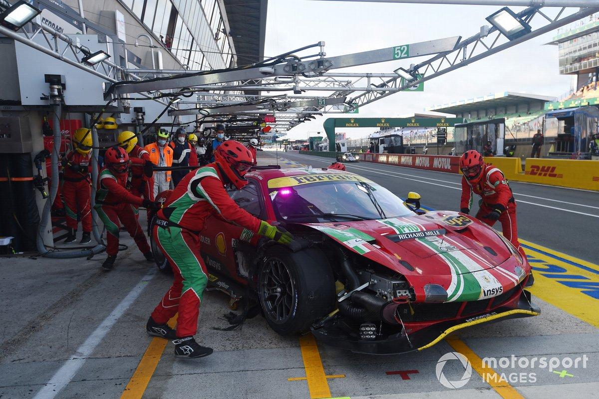 #52 AF Corse Ferrari 488 GTE EVO LMGTE Pro, Daniel Serra, Miguel Molina, Sam Bird con un problema alle gomme