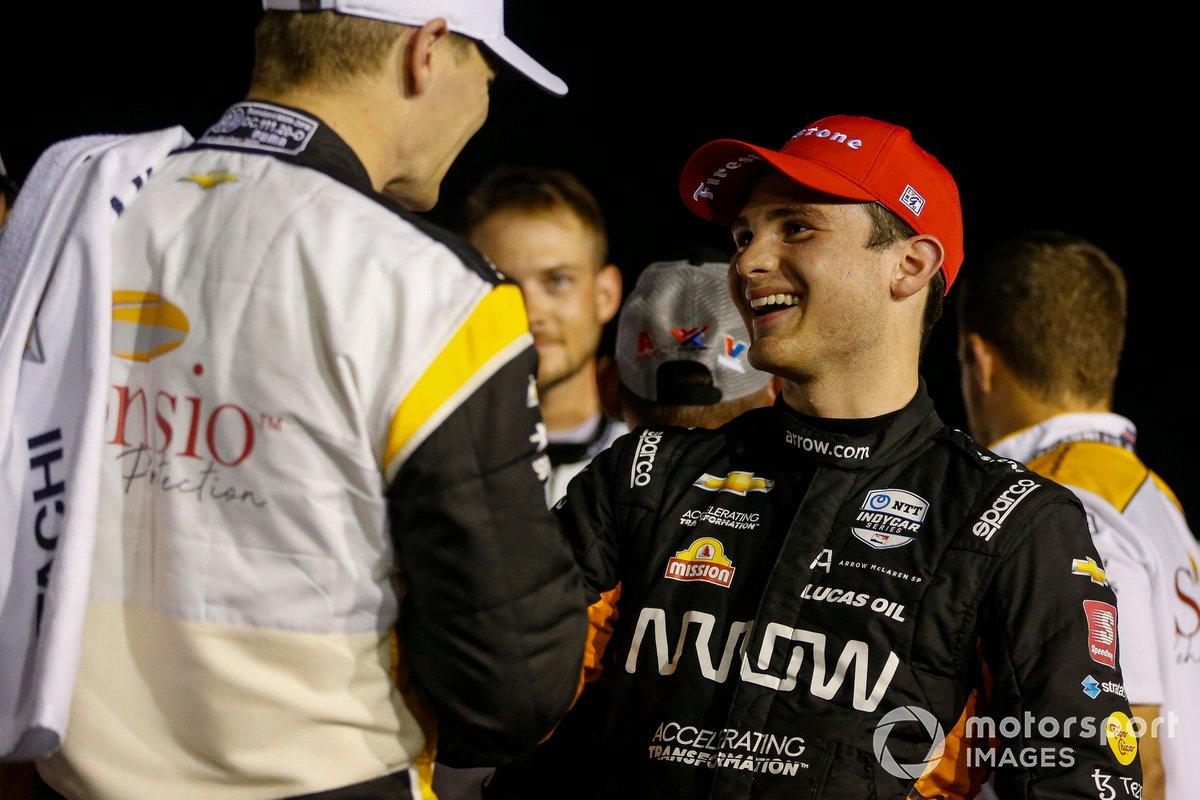 Ganador Josef Newgarden, Team Penske Chevrolet, y el segundo lugar Patricio O'Ward, Arrow McLaren SP Chevrolet