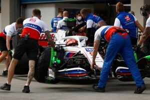 Nikita Mazepin, Haas VF-21, is returned to the garage