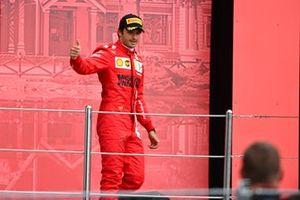 Carlos Sainz Jr., Ferrari, 3rd position, arrives on the podium