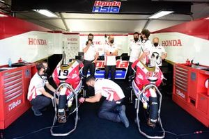 Atmosphère du garage Idemitsu, Honda Team Asia