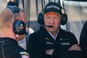 Felix Rosenqvist, Arrow McLaren SP Chevrolet with team engineer