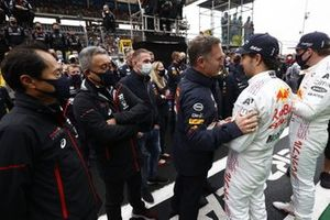 Toyoharu Tanabe, F1 Technical Director, Honda, Masashi Yamamoto, General Manager, Honda Motorsport, and Christian Horner, Team Principal, Red Bull Racing, with Sergio Perez, Red Bull Racing, 3rd position, and Max Verstappen, Red Bull Racing, 2nd position, in Parc Ferme