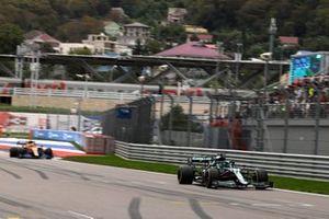 Lance Stroll, Aston Martin AMR21, Daniel Ricciardo, McLaren MCL35M