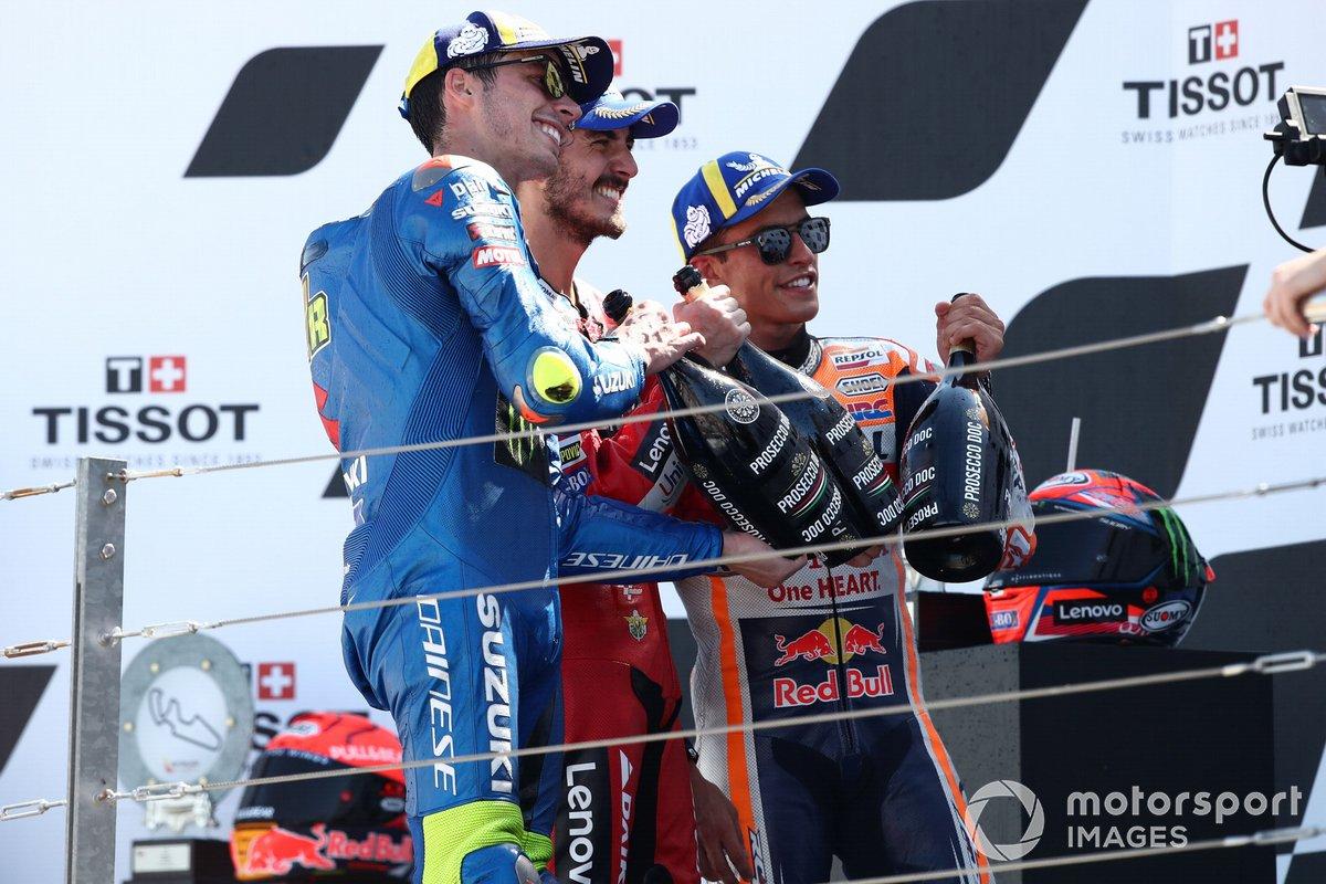 Francesco Bagnaia, Ducati Team, Marc Marquez, Repsol Honda Team, Joan Mir, Team Suzuki MotoGP sul podio