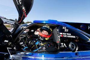 Pole sitter DOpi: #10 Wayne Taylor Racing Acura ARX-05 Acura DPi, DPi: Filipe Albuquerque