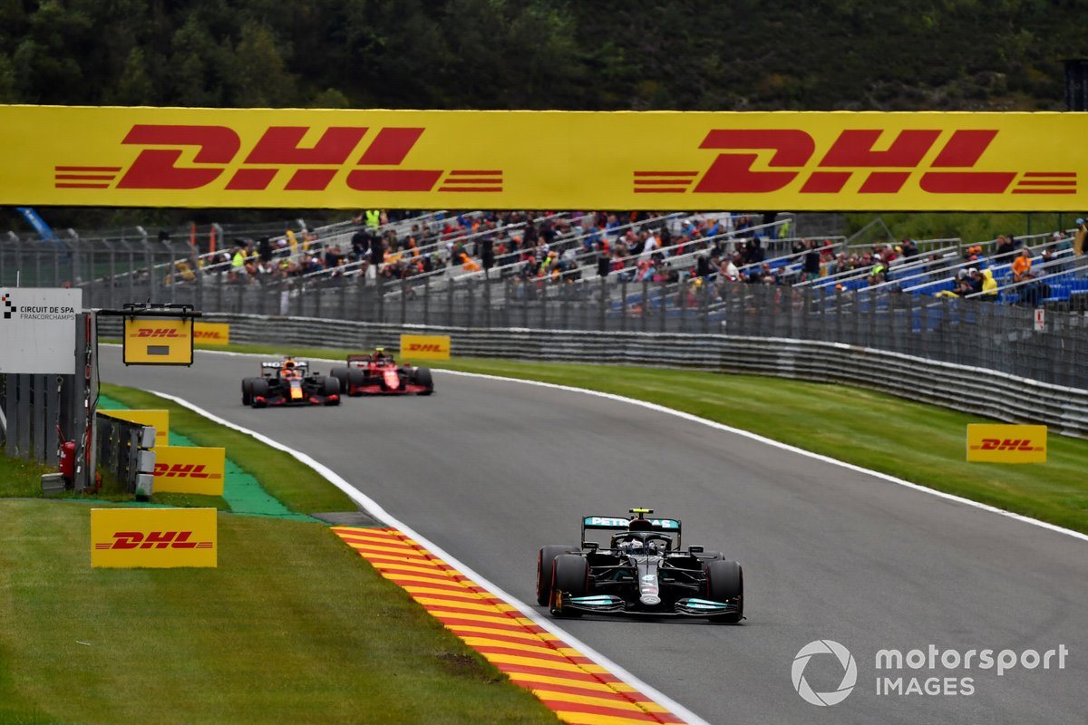 Valtteri Bottas, Mercedes W12, Max Verstappen, Red Bull Racing RB16B, Carlos Sainz Jr., Ferrari SF21
