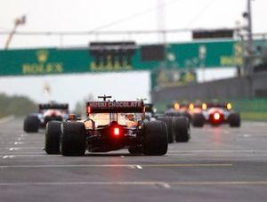 Daniel Ricciardo, McLaren MCL35M, takes his grid position for the start