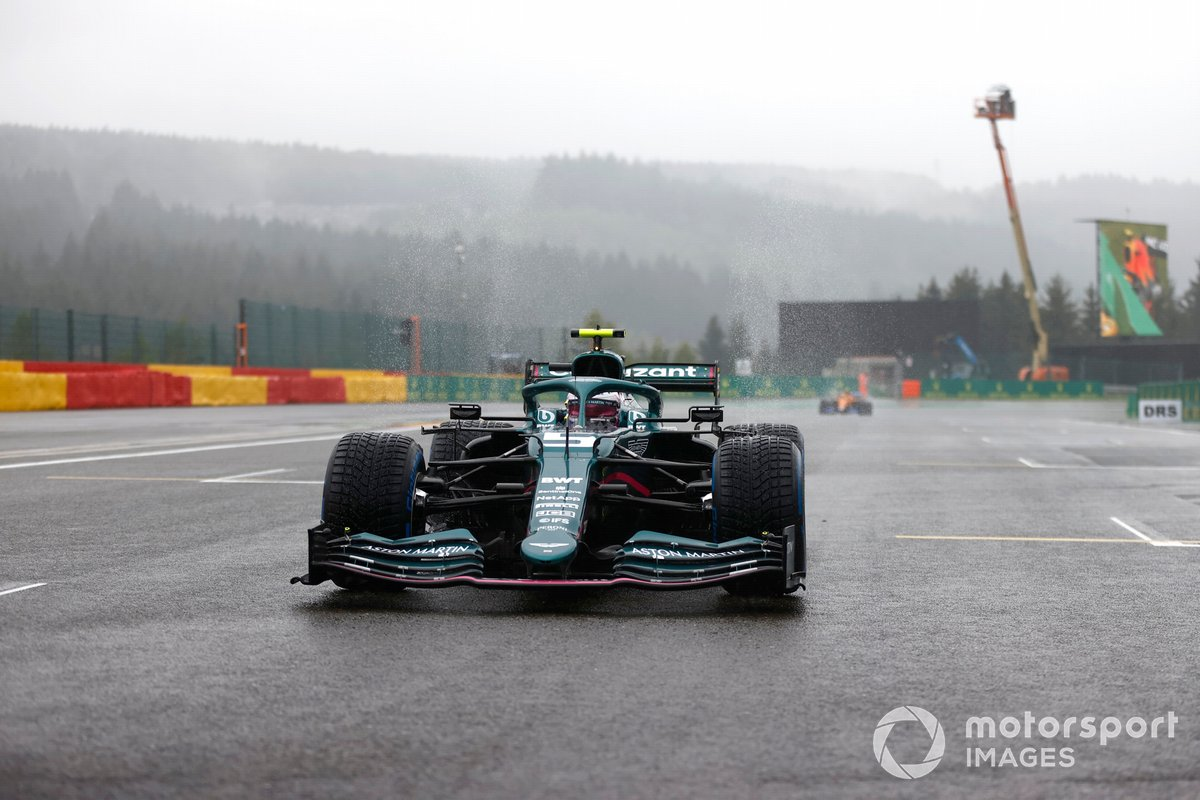 Sebastian Vettel, Aston Martin AMR21, sulla griglia di partenza