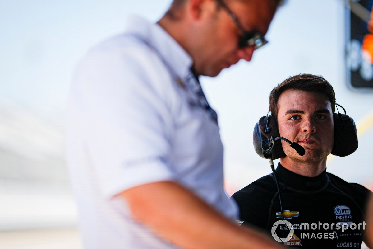 Patricio O'Ward, Arrow McLaren SP, con el presidente de Chevrolet team Taylor Kiel