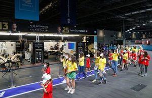 Girls on Track London E-Prix bezoekt de pitstraat