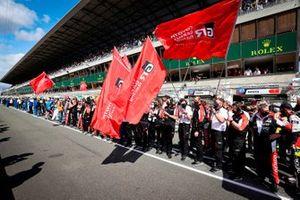 L'équipe Toyota Gazoo Racing fête sa victoire