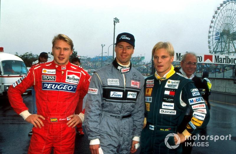 Мика Хаккинен, McLaren, Юрки Ярвилехто, Sauber, и Мика Сало, Lotus Racing