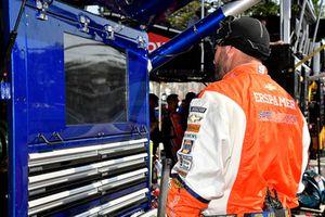 Chase Elliott, Hendrick Motorsports, Chevrolet Camaro SunEnergy1 crew