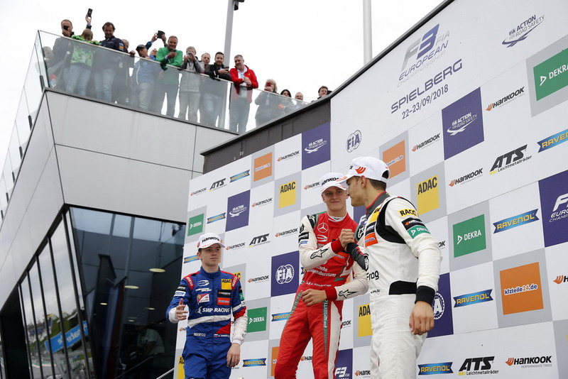 Podio: il vincitore della gara Mick Schumacher, PREMA Theodore Racing Dallara F317 - Mercedes-Benz, il secondo classificato Robert Shwartzman, PREMA Theodore Racing Dallara F317 - Mercedes-Benz, il terzo classificato Alex Palou, Hitech Bullfrog GP Dallara F317 - Mercedes-Benz