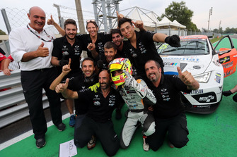 Mikel Azcona, PCR Sport Cupra TCR with the team