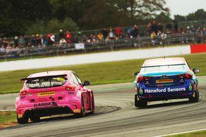 Sam Tordoff, Motorbase Performance Ford Focus and Tom Ingram, Speedworks Motorsport Toyota Avensis