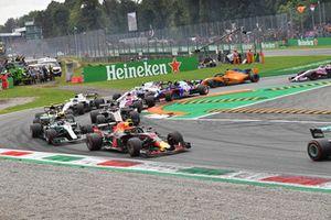 Max Verstappen, Red Bull Racing RB14, Valtteri Bottas, Mercedes AMG F1 W09, Romain Grosjean, Haas F1 Team VF-18
