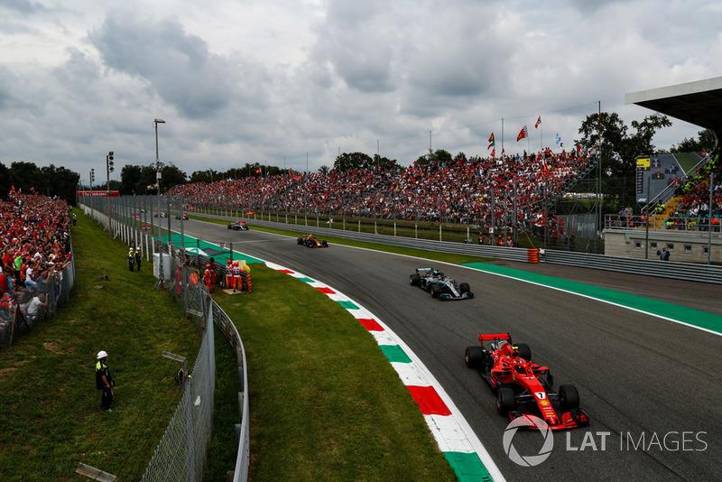 Kimi Raikkonen, Ferrari SF71H, Lewis Hamilton, Mercedes AMG F1 W09,Max Verstappen, Red Bull Racing RB14 Tag Heuer i Valtteri Bottas, Mercedes AMG F1 W09