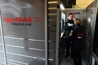 Инженер Red Bull Racing ExxonMobil