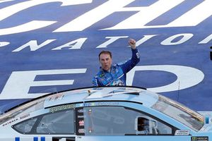 1. Kevin Harvick, Stewart-Haas Racing, Ford Fusion Busch Light / Mobil 1