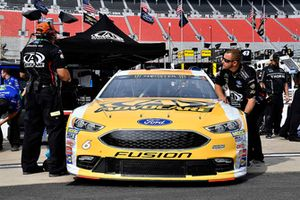 Trevor Bayne, Roush Fenway Racing, Ford Fusion AdvoCare Rehydrate crew