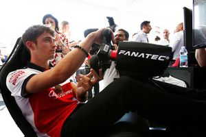 Charles Leclerc, Alfa Romeo Sauber F1 Team avec un simulateur