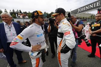 Fernando Alonso, McLaren, and Stoffel Vandoorne, McLaren, on the grid