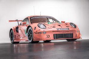 Автомобиль Porsche 911 RSR (№92) команды Porsche GT Team в особом окрасе