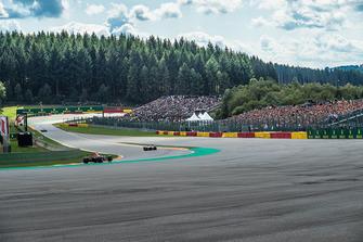 Max Verstappen, Red Bull Racing RB14 and Stoffel Vandoorne, McLaren MCL33 infront of fans