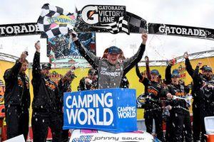 Race winner Johnny Sauter, GMS Racing, Chevrolet Silverado