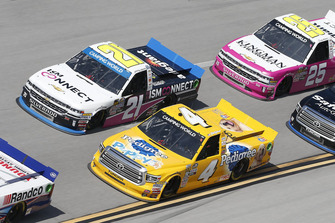 Todd Gilliland, Kyle Busch Motorsports, Toyota Tundra Pedigree Puppy Johnny Sauter, GMS Racing, Chevrolet Silverado ISM Connect