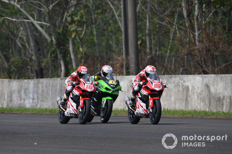 Mario Suryo Aji, Rheza Danica, Astra Honda Racing Team dan AM Fadly, Manual Tech KYT Kawasaki Racing