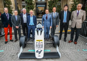 Serge Saulnier, Director de Circuit Magny-Cours, Jacques Villeneuve, co-fundador de Feed racing, Patrick Lemarie, co-fundador de Feed racing, Bertrand Decoster, CEO de Mygale