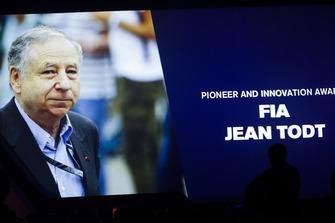 Le président de la FIA Jean Todt reçoit le Pioneer and Innovation Award