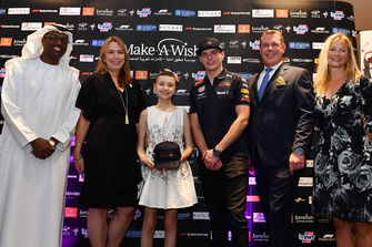 Max Verstappen, Red Bull Racing lors de l'enchère de charité de la fondation Make A Wish