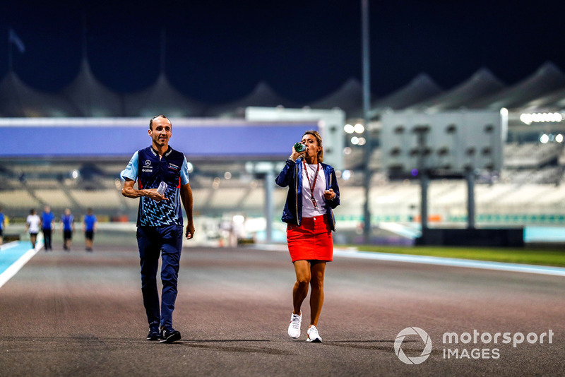 Robert Kubica, Williams Racing, camina por el circuito