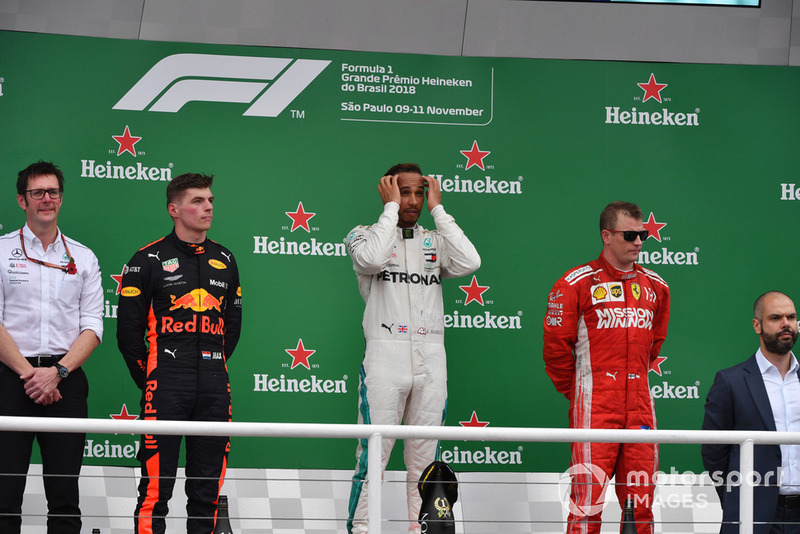 Podio: segundo lugar Max Verstappen, Red Bull Racing, ganador Lewis Hamilton, Mercedes AMG F1 y el tercer lugar Kimi Raikkonen, Ferrari