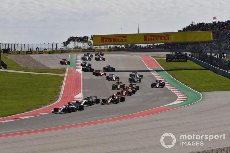 Lewis Hamilton, Mercedes-AMG F1 W09, Valtteri Bottas, Mercedes-AMG F1 W09 y Daniel Ricciardo, Red Bull Racing RB14