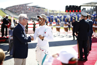 John Malone, Chairman, Liberty Media, talks with Lewis Hamilton, Mercedes AMG F1, on the grid