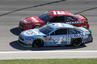 Kevin Harvick, Stewart-Haas Racing, Ford Fusion Busch Light, Ryan Blaney, Team Penske, Ford Fusion Menards/Wrangler Riggs Workwear