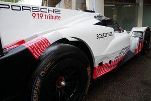 Porsche 919 in de straten van Parijs