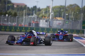 Brendon Hartley, Toro Rosso STR13, devant Pierre Gasly, Scuderia Toro Rosso STR13