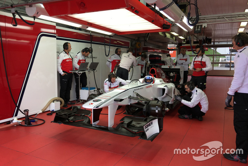 La piloto colombiana de carreras Tatiana Calderón en la prueba con el Sauber F1 C32