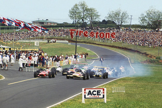Chris Amon, Ferrari 246T, leads Jochen Rindt, Lotus 49B-Ford, at the start of the race